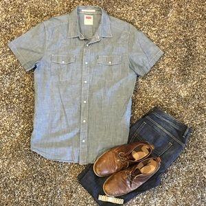 EUC. Levi's short sleeve shirt. XL